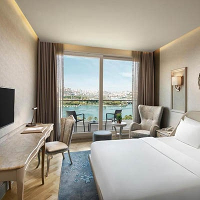 تور استانبول هتل لازونی